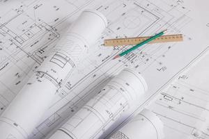plans architecturaux et rouleaux de plans photo