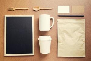 Ensemble de maquette de marque d'identité de café avec effet de filtre rétro photo