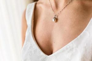 collier de mariée de belle perle photo