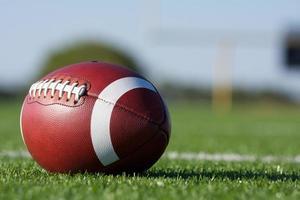 football avec le terrain au-delà photo