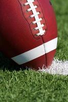 football bouchent sur le terrain photo