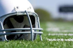 casque de football américain sur le terrain
