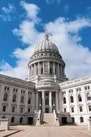 Dôme et entrée du Capitole de l'État du Wisconsin photo