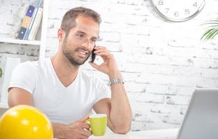 jeune, homme affaires, téléphone photo