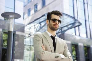 jeune homme d'affaires moderne photo