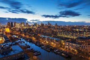 Skyline de Rotterdam après le coucher du soleil