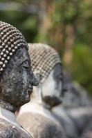 statue de Bouddha en ciment. photo