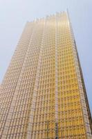 gratte-ciel en verre moderne