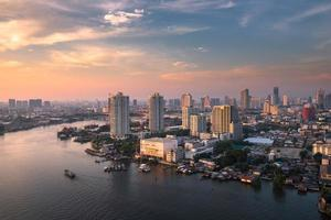 lumière du jour de la rivière chao phraya
