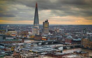 ville de Londres, aria des affaires et des banques au coucher du soleil photo