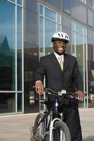 homme d'affaires à vélo photo