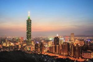 vue complète de la ville de taipei photo