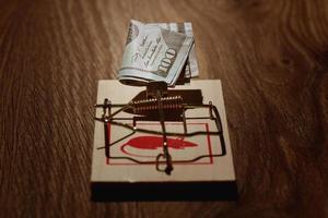 piège à souris avec des dollars photo