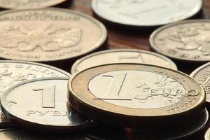 Des piles de pièces concept dollars dollar euro dollar change rate economics photo