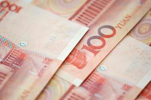 billets en yuan de la monnaie chinoise. billets de banque chinois photo