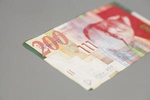 deux cents sheqalim