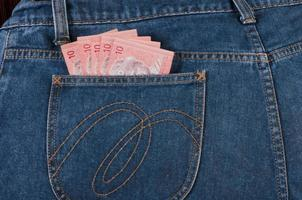 Billet de malaisie dans une poche en jean photo