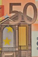 Gros plan sur un billet de 50 euros en valeur faciale photo