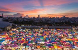 marché former un marché d'occasion photo