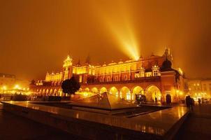 Place du marché à Cracovie la nuit photo