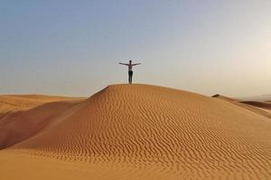 fille dans le désert photo