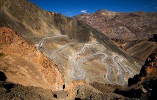 route sinueuse du désert