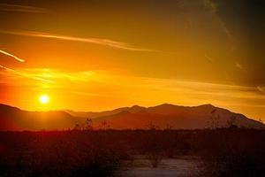 lever du soleil du désert photo