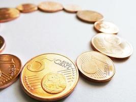 cercle de pièces en euros - argent en anneau photo
