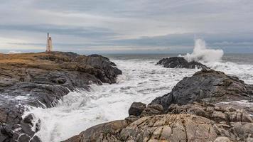 vagues déferlantes dans le parc national de vatnajokull en islande photo