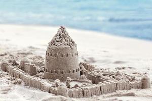 maison de sable faite de ses propres mains enfants