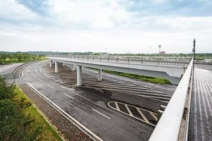 courbe de route en béton du viaduc à shanghai en Chine en plein air. photo