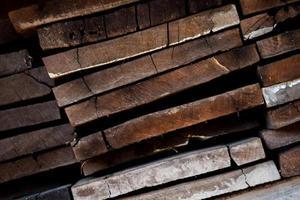 ancienne planche de bordure en piles