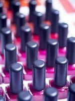 bouteilles de vernis à ongles magasin de maquillage photo