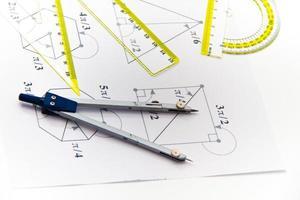 outils de dessin avec boussole photo