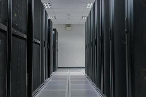 batterie de serveurs dans le centre de données