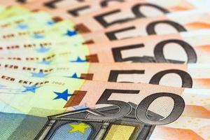 cinquante billets en euros photo