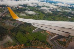 avion décollant de la piste photo