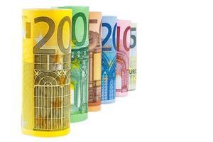 ensemble de billets en euros roulés photo