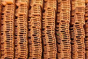 stockage de tuiles en terre cuite