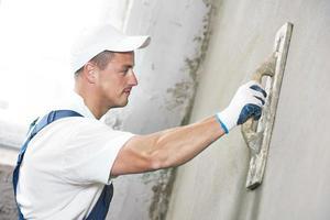 plâtrier à la rénovation de murs intérieurs