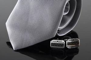 cravate avec boutons de manchette photo