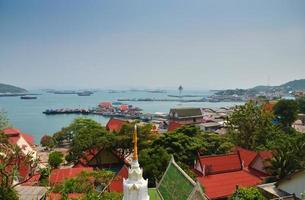 vue aérienne, de, pêcheur, jetée, à, sichang, île, chonburi, thail photo