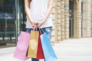 heureux, femmes, tenue, achats, sacs photo