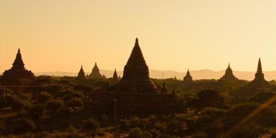 pagodes à bagan, myanmar photo