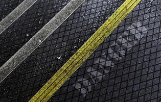 escalier pour piétons en asphalte avec revêtement antidérapant