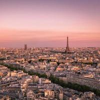 coucher de soleil sur paris avec tour eiffel, france photo