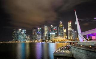 singapour la nuit. photo