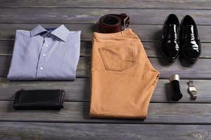 ensemble de vêtements pour hommes d'affaires. photo
