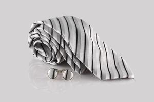 cravate croisée avec boutons de manchette photo