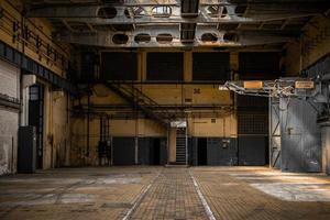 grand hall industriel d'une station de réparation